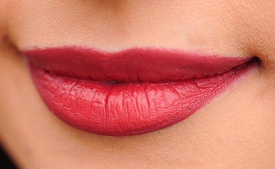 Proporcjonalne i regularne usta przy pomocy medycyny